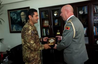 Comandante KFOR incontra autorità albanesi