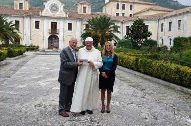 """Consegnato a padre Andrea Davide Cardin la Cartolina dello scatto """"Monte Terminio, visto da Serino"""""""
