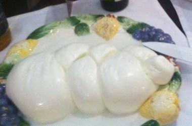 Mozzarella di Bufala Nobile: disciplinare e prodotto presentato a Caserta.