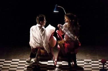 Continua CONDIVISIONI, la stagione teatrale di Officina Teatro: arriva lo spettacolo pluripremiato DUE PASSI SONO.
