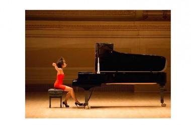 Yuja Wang, la pianista dalle dita volanti, al Lauro Rossi di Macerata