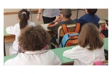 Bidello palpeggia e bacia bimba delle elementari nel bagno della scuola: arrestato