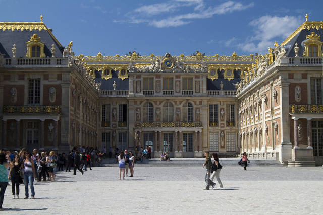 I castelli pi belli del mondo cancelloedarnonenews for Charles che arredo la reggia di versailles