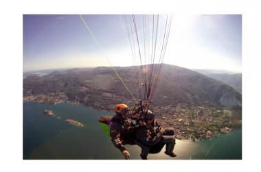 In Calabria si trascorre il primo maggio volando in parapendio