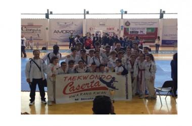 """Il Taekwondo Caserta sale sul podio più alto delle Società Sportive al Campionato interregionale di Forme tenutosi oggi al palazzetto """"Angioni Caliendo"""" di Maddaloni"""