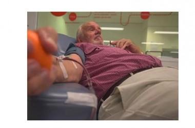 Il sangue di un uomo ha salvato la vita di due milioni di bambini. Grazie ad insoliti anticorpi, James Harrison dal 1960 ad oggi ha salvato milioni di neonati.