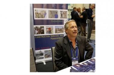 """Lo scrittore americano Michael Sedge presenta il thriller """"Sentinella della morte"""" al (Lungo)mare di libri in Villa Comunale a Napoli"""