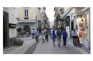 Caserta, saldi anticipati in centro: scattano le multe della polizia municipale
