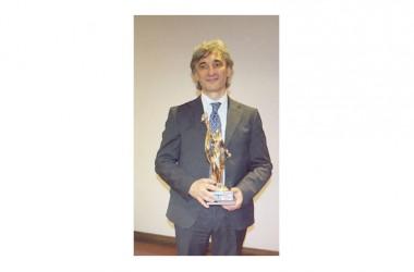 """Premio Nazionale """"Buona Sanità 2015"""" al neurochirurgo Alfredo Bucciero di Napoli."""