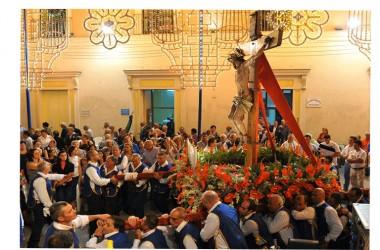 CROCIFISSO DI MARCIANISE – Decine di fotografi professionisti ed amatoriali per immortalare la processione del 2015.