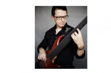 Martedì 21 luglio, alle ore 21, il Teatro Ricciardi di Capua (CE) ospiterà Alain Caron & the Band