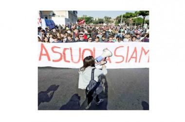 Raccolta firme per abrogare la legge di riforma della scuola voluta da Renzi, gazebo in piazza