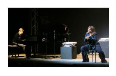 Elena Bonelli presenta Brecht con successo al Todi Festival