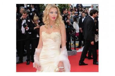 TuttoSposi, si svela il nome dell'ospite d'onore: Valeria Marini sabato sul white carpet