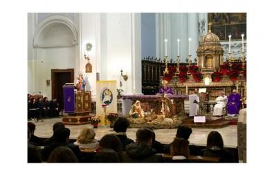 Messa di Natale al Villaggio. Il Vescovo D'Alisie benedice gli studenti della Fondazione