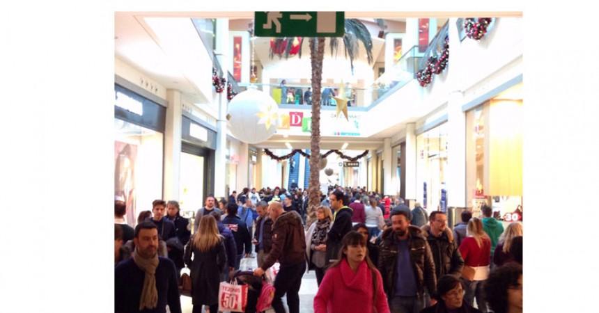 Centro Commerciale Campania foto saldi | CancelloedArnoneNews