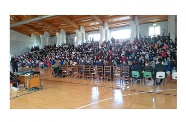 """La Medaglia d'Oro al Valor Militare Gianfranco Paglia si racconta agli studenti del """"De Gasperi-Battaglia"""" di Norcia"""