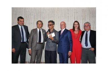 """""""Fa informazione in modo fuori dal comune"""". Fiorello vince il premio 'E' giornalismo' e a giugno porta in tv la sua 'Edicola in Fiore'"""