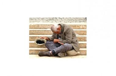 Eurostat, dilaga la povertà in Italia: famiglie sempre più in miseria. E' tra i paesi europei in difficoltà, preceduta da Grecia, Cipro e Spagna