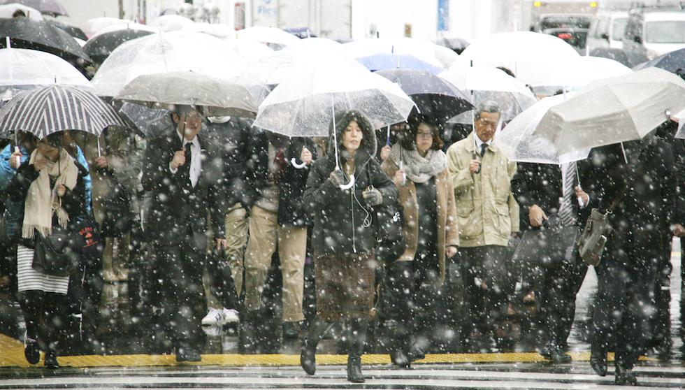 Vicino alla stazione Shinjuku di Tokyo, 24 novembre 2016 (The Yomiuri Shimbun via AP Images )