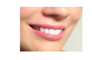 I sorrisi tengono lontane le malattie. Secondo una ricerca chi pensa positivo si allunga la vita, abbassando le probabilità di morire per malattia