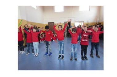 L'Amministrazione Comunale consegna la nuova palestra di via Indipendenza alla scuola elementare del plesso di Arnone