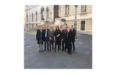 CASERMA DEI CARABINIERI DI CAIAZZO, IL VICE MINISTRO DELL'INTERNO BUBBICO RICEVE UNA DELEGAZIONE DI AMMINISTRATORI, POLITICI E CITTADINI GUIDATA DALL'ON. CAMILLA SGAMBATO (PD)