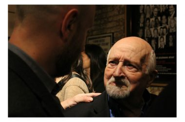 La festa a sorpresa che L'Aquila regalò a Mario Fratti per il suo 80° compleanno