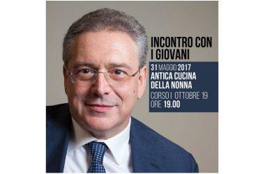 Andrea De Filippo  organizza l'evento con i giovani.