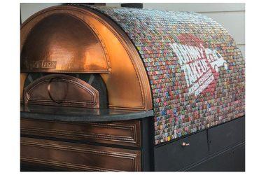 La pizza si inforna nel container:  ecco la nuova idea di Johnny Take Uè