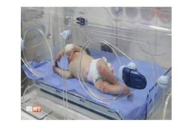 Neonata abbandonata nel deserto, trovata viva. La storia commuove il web.