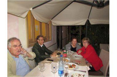 Foto di una serata in pizzeria con amici