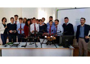 """Gli studenti dell'Istituto Tecnico """"Villaggio dei Ragazzi"""" impegnati nel settore dei DRONI"""