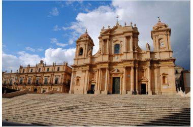L'incantesimo del barocco tra colori e odori della Sicilia orientale