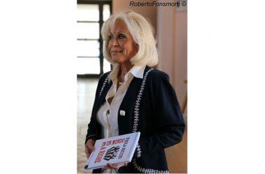 """Caserta. presentazione del libro autobiografico di Paola Riccio """"Un mondo a righe"""""""