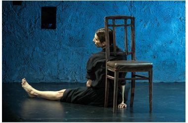 """Venerdì 15 dicembre: Veronica Cruciani porta in scena """"Accabadora"""" dal romanzo omonimo di MIchela Murgia, al Teatro Nuovo di Napoli"""
