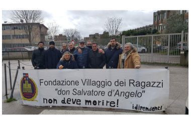 I lavoratori del Villaggio dei Ragazzi in sit-in al Tribunale di Santa Maria Capua Vetere