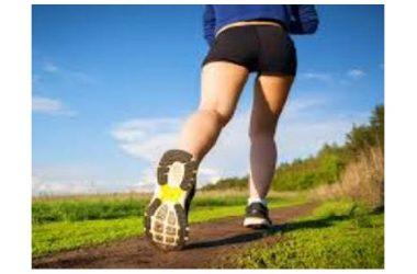 Camminare velocemente riduce il rischio di ospedalizzazione nei pazienti con problemi cardiaci.