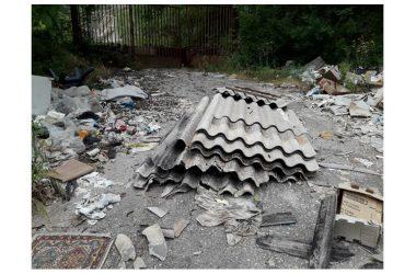 Castel Morrone Materiali contenente amianto illecitamente smaltiti lateralmente la SP 201