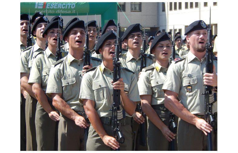 CAPUA: 1000 VOLONTARI DELL'ESERCITO HAN GIURATO FEDELTA' ALLA REPUBBLICA