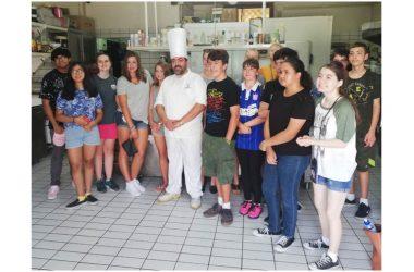 Studenti U.S. Navy a scuola nella pasticceria Conte