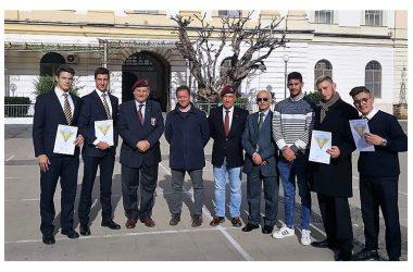 FRA CORAGGIO ED EMOZIONI GLI STUDENTI DEL 'VILLAGGIO' CONQUISTANO IL BREVETTO DI PARACADUTISMO