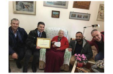 Omaggio ad Anna di 104 anni
