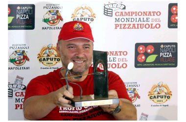 """Successo al Pizza Village per il """"XVIII Campionato del Mondo dei Pizzaiuoli"""" e il """"Trofeo delle Nazioni"""""""