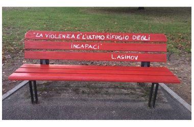 """Capua. Il 25 novembre inaugurazione della """"Panchina Rossa"""", simbolo contro la violenza sulle donne."""