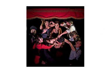 Il Nostos Teatro diventa un bus teatrale con il cabaret del Bus Theater