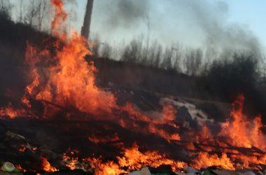 Arde la Terra dei Fuochi.