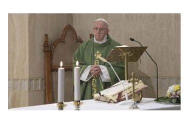Papa Francesco: 'L'invidia è un tarlo che ti spinge a distruggere, a sparlare, ad annientare l'altro'