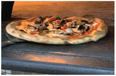Nel casertano la vita riprende con la buona pizza napoletana