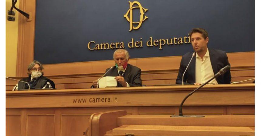 """La Denuncia: MOTOVEDETTE DEI CARABINIERI """" ABUSIVE"""" IN TUTTA ITALIA, PRIVE DEI REQUISITI PER LA NAVIGAZIONE."""